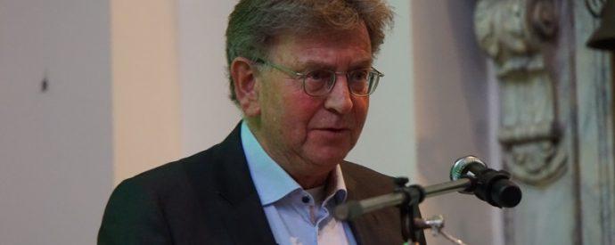 Prof. Drs. J. Wallage: Een streep in het zand