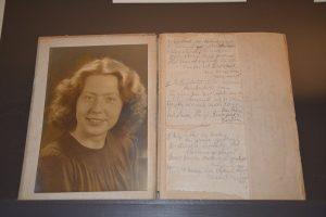 Aantekeningenboekje van Hannie Schaft in bruikleen gegeven aan de tentoonstelling vrouwen in verzet 2017