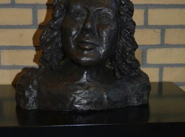 Beeld Hannie Schaft onthuld in Zandvoort