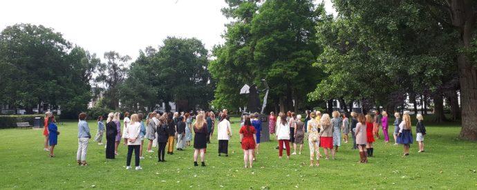 100 vrouwen in het Kenaupark
